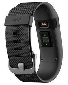 Fitbit Charge HR rileva il battito cardiaco direttamente sul polso con una buona precisione.