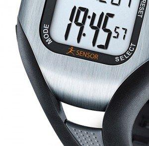Il Beurer PM 18 cardiofrequenzimetro è consigliato a chi corre o cammina a piedi