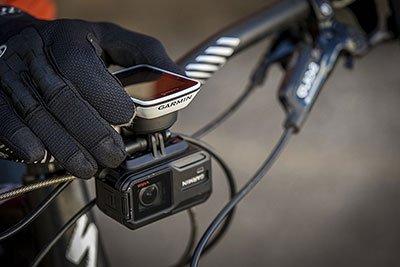 Il ciclocomputer Garmin Edge 520 ha dimensioni adatte anche alla corsa veloce, senza perdere la buona visibilità dello schermo